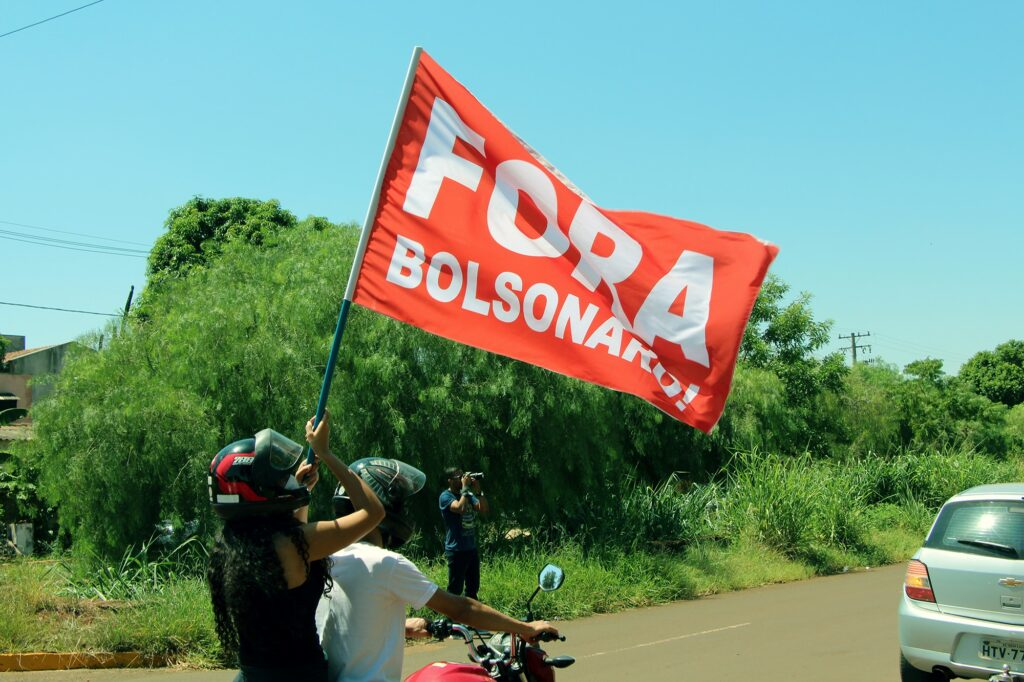 Carreata percorre bairros de Dourados por vacinação, auxílio emergencial e Fora Bolsonaro