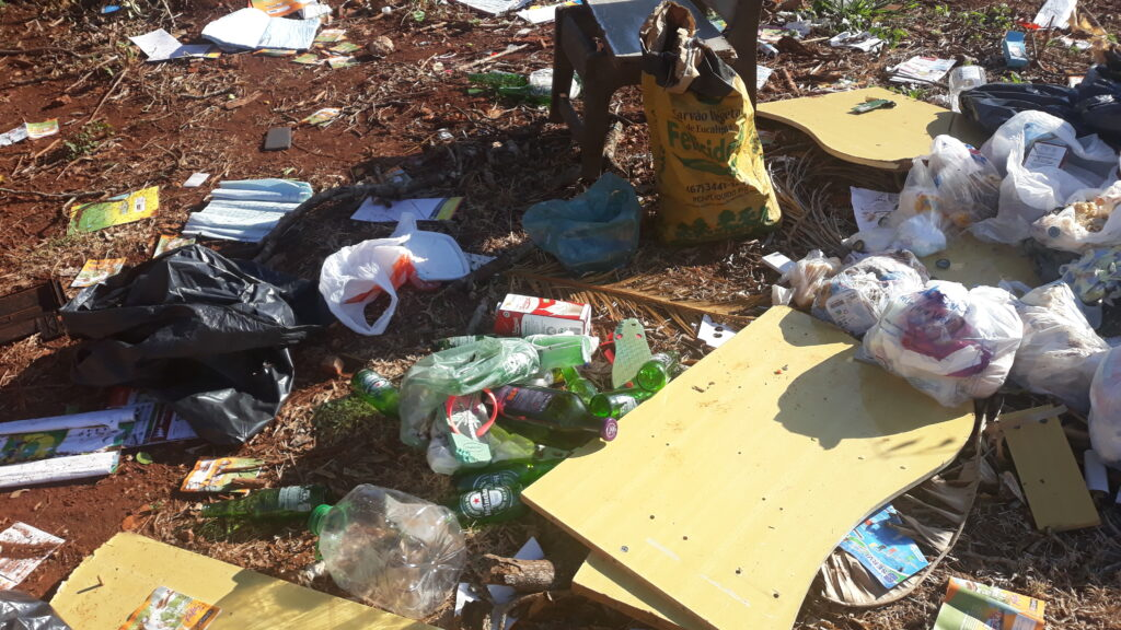 Prefeitura ausente e cidadãos inconscientes: moradores sofrem com o descaso