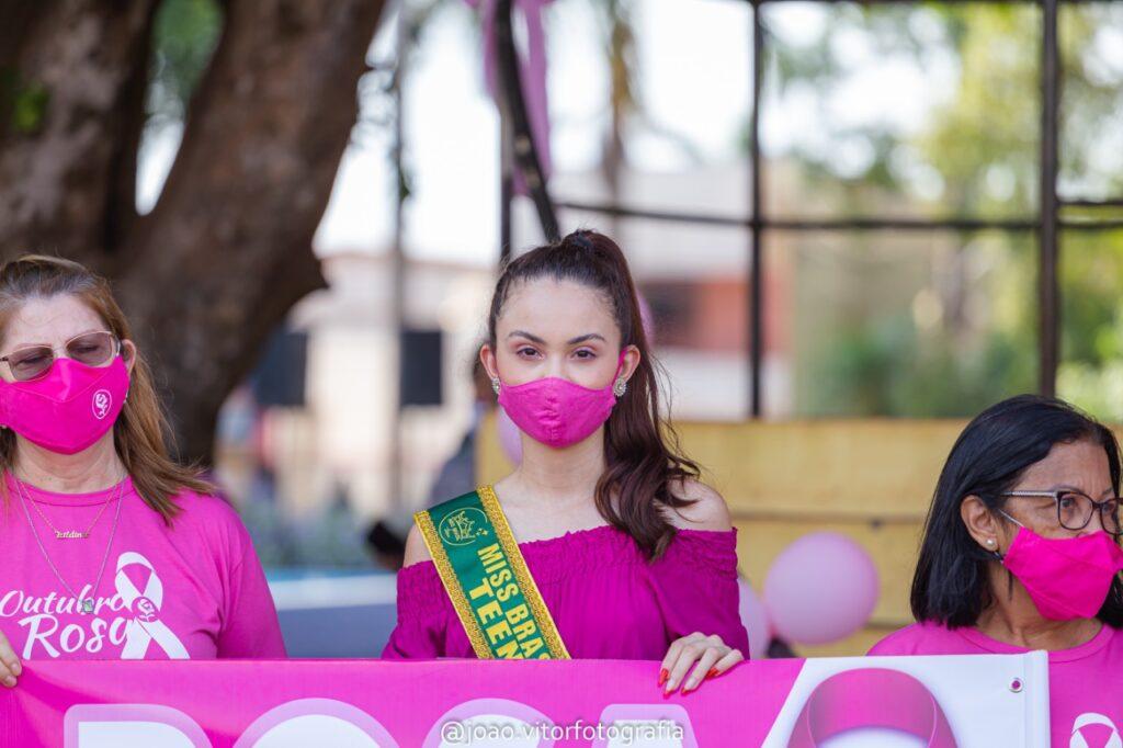 Uma mais lindas do mundo, Maria Fernanda Saggin, de MS, participa da abertura da campanha do Outubro Rosa